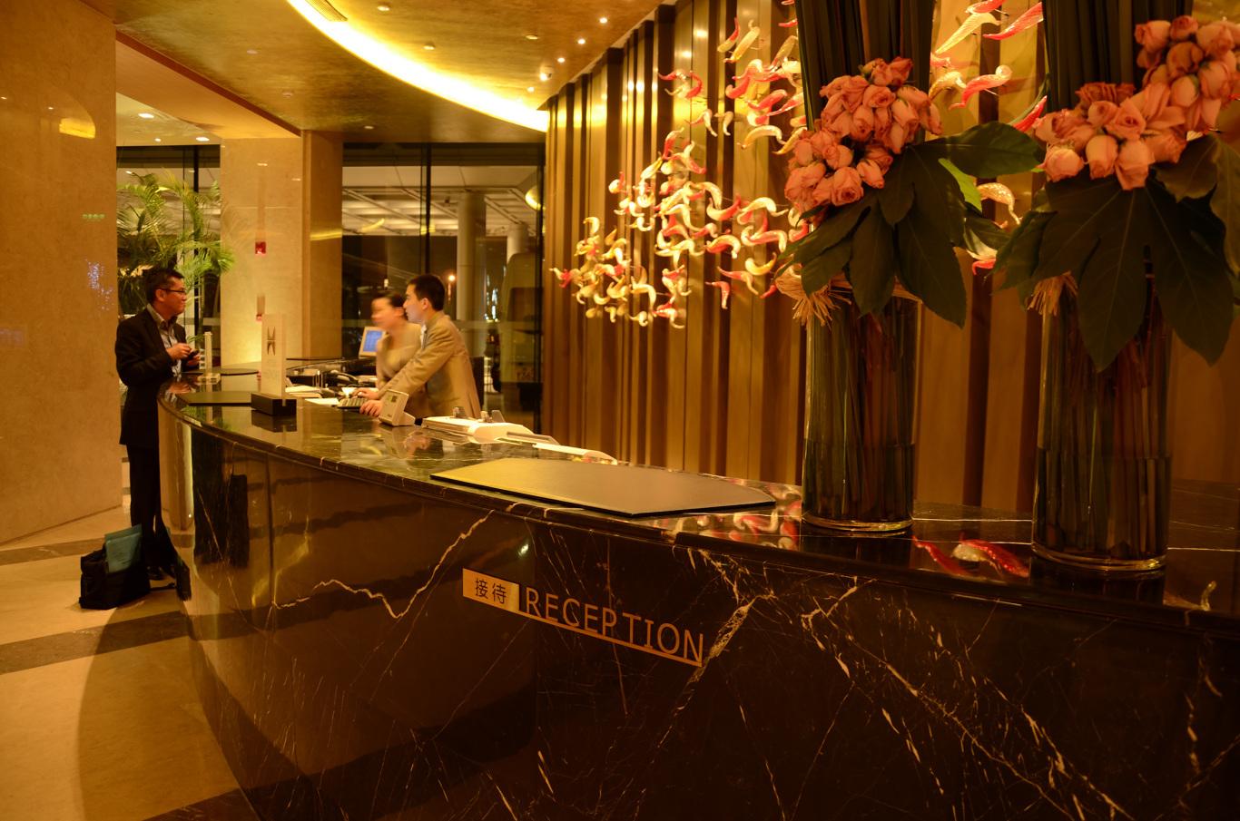 南京希尔顿酒店标识系统设计图0