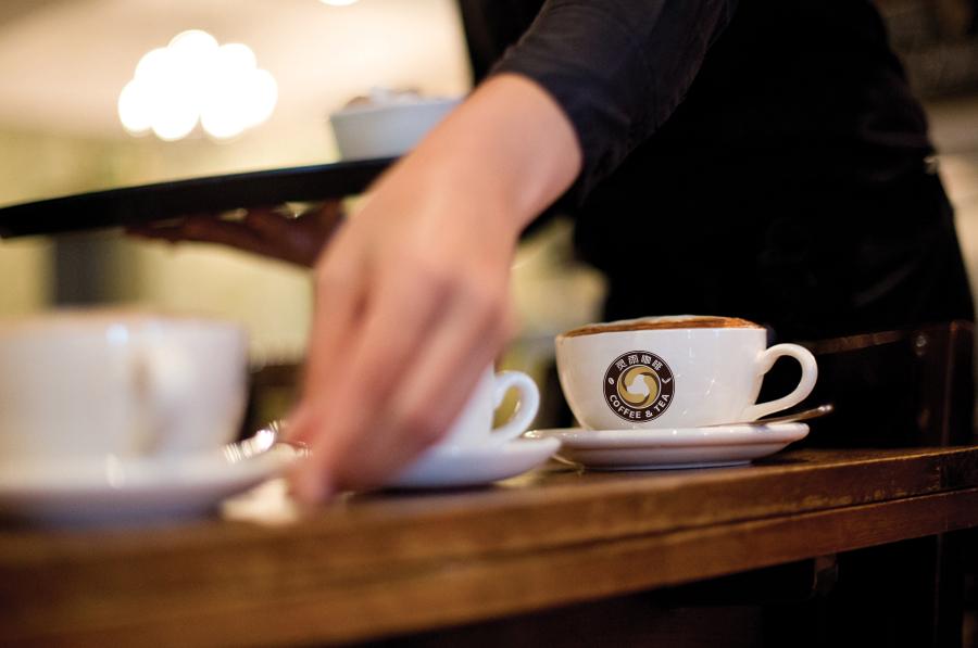 标志设计—蓝山灵雨咖啡品牌形象图4