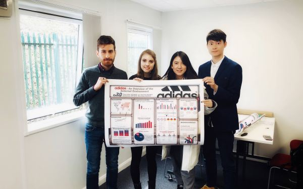 Adidas市场分析发布会海报(会展用)设计