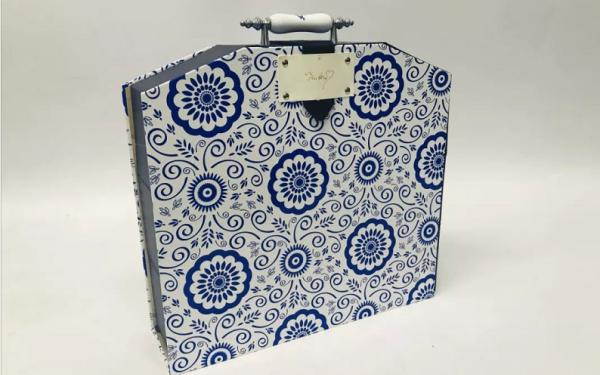青花瓷月饼盒包装设计